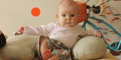 في اي شهر يجلس الرضيع