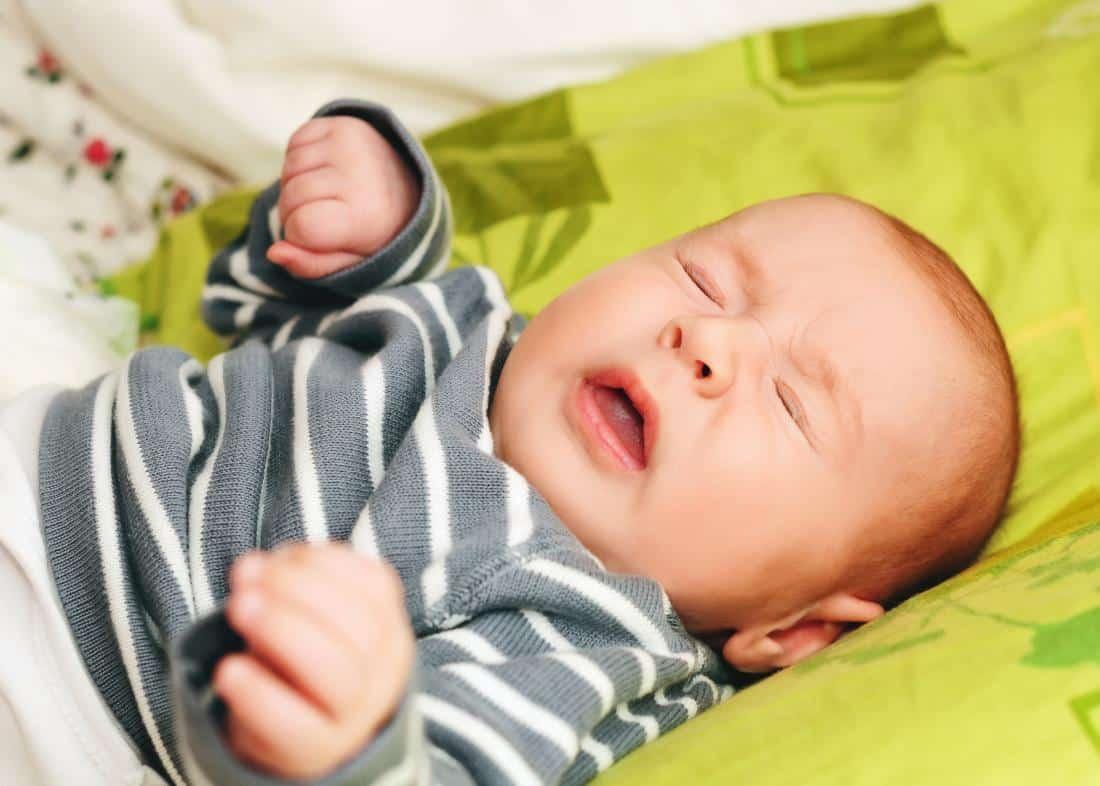 أنين الرضيع اثناء النوم