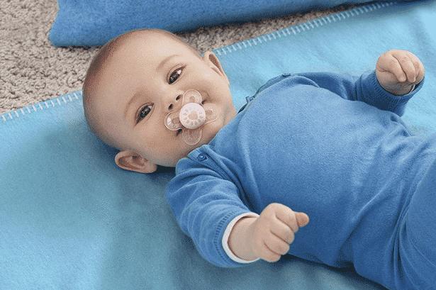 الأصوات التي يصدرها الطفل الرضيع