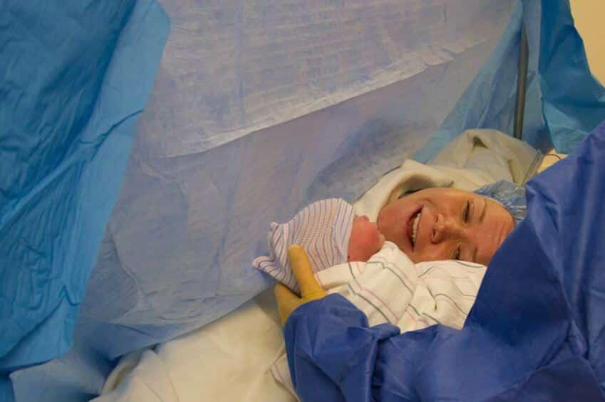آلام أسفل البطن بعد الولادة القيصرية