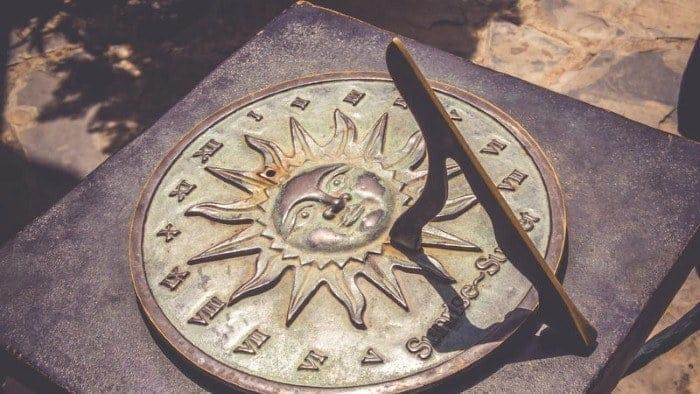 الساعة الشمسية القديمة