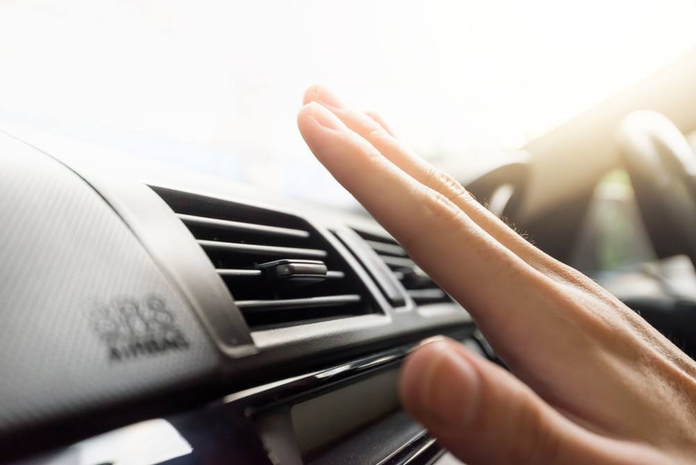 مشكلة تدفق الهواء الساخن من مكيف السيارة