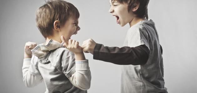كيفية التعامل مع الطفل العنيد وكثير الحركة