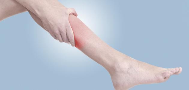 أسباب حرارة القدمين والساقين