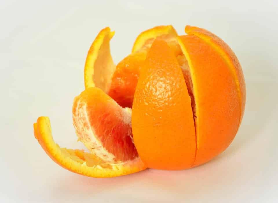 ازالة جير الاسنان باستخدام قشر البرتقال