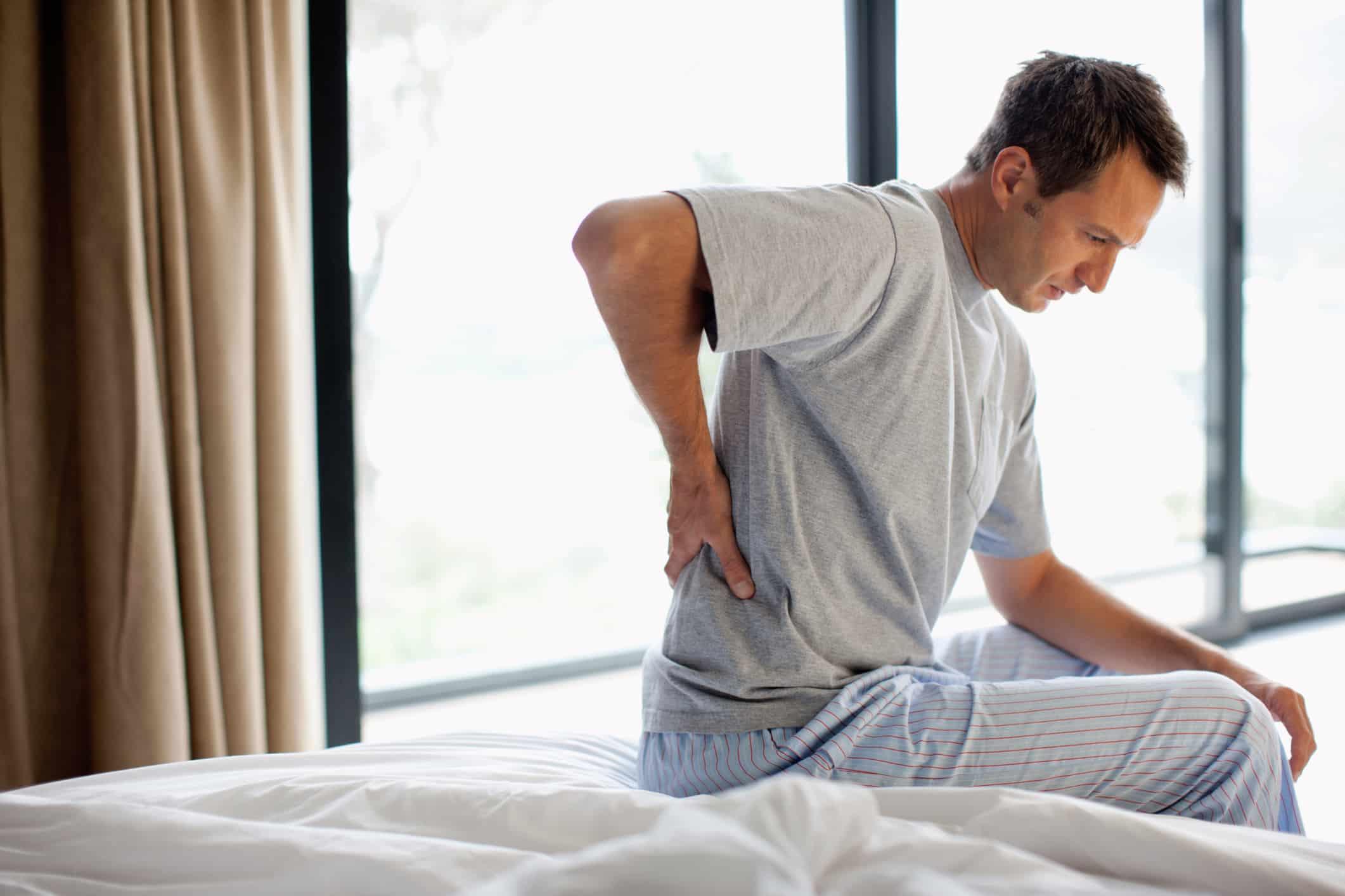 ارتباط مشاكل و تعب المعدة بآلام الصدر والظهر، آلام الصدر الناتجة عن المعدة، آلام الظهر بسبب المعدة، آلام الصدر والظهر بسبب تعب المعدة
